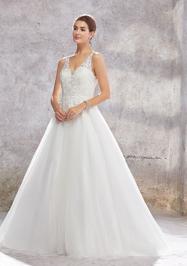 A-line/Princess Sleeveless Court Train Tulle Wedding Dress With Lace