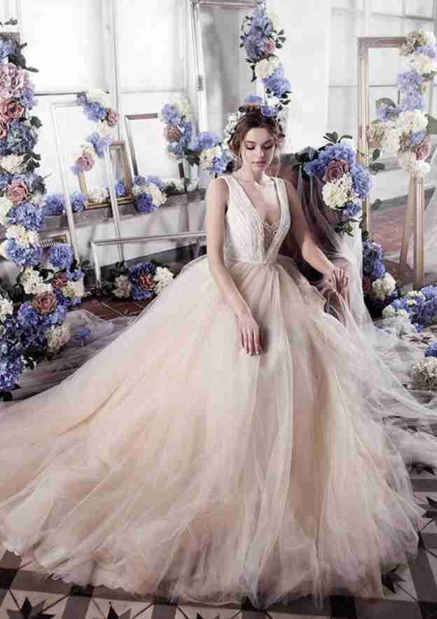 Ball Gown V Neck Sleeveless Court Train Tulle Wedding Dress With Beading Lace