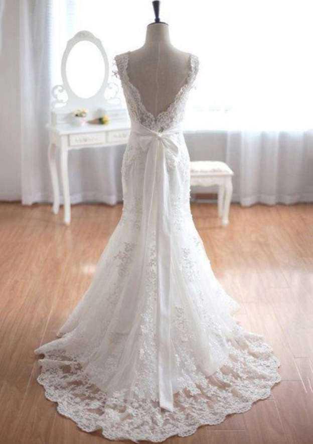 Sheath/Column Scalloped Neck Sleeveless Court Train Lace Wedding Dress With Appliqued Bowknot Sashes