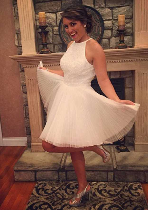 A-Line/Princess Scoop Neck Sleeveless Short/Mini Tulle Prom Dress With Pleated Appliqued Beading