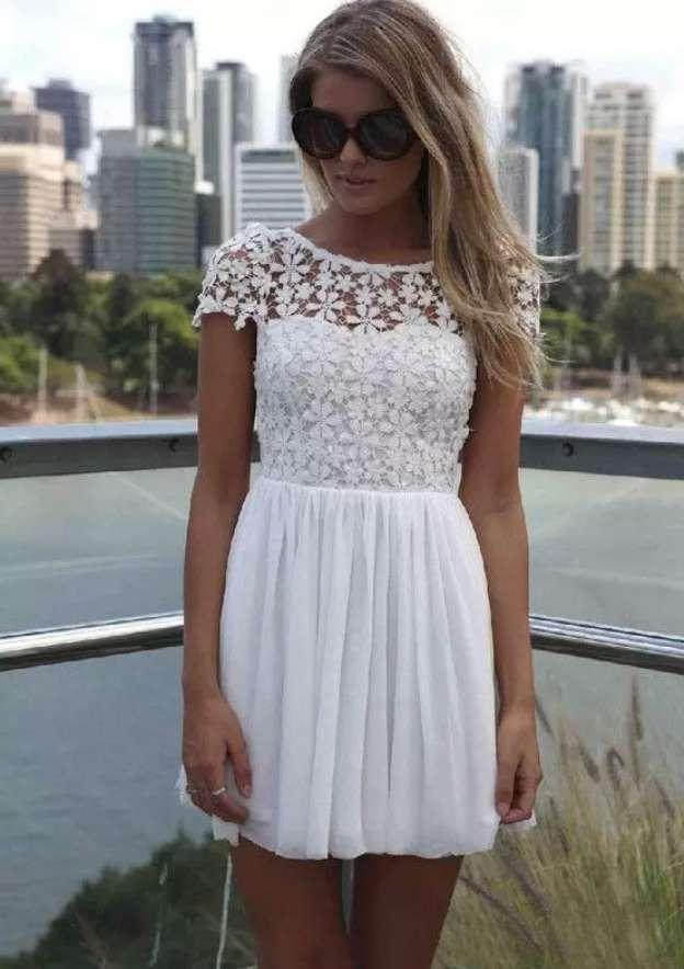 A-Line/Princess Bateau Short Sleeve Short/Mini Chiffon Homecoming Dress With Lace Pleated