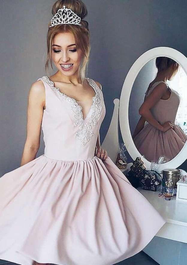 A-Line/Princess V Neck Sleeveless Short/Mini Satin Homecoming Dress With Appliqued