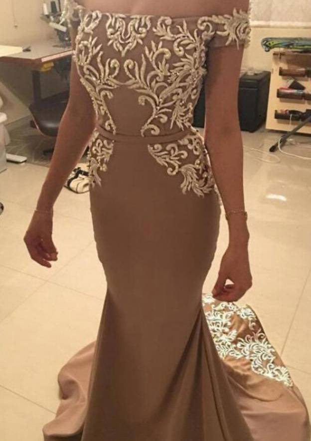 Trumpet/Mermaid Off-The-Shoulder Short Sleeve Court Train Satin Prom Dress With Appliqued
