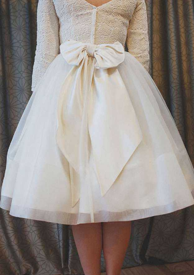 Ball Gown Bateau 3/4 Sleeve Tea-Length Tulle Wedding Dress With Bowknot Lace Sashes