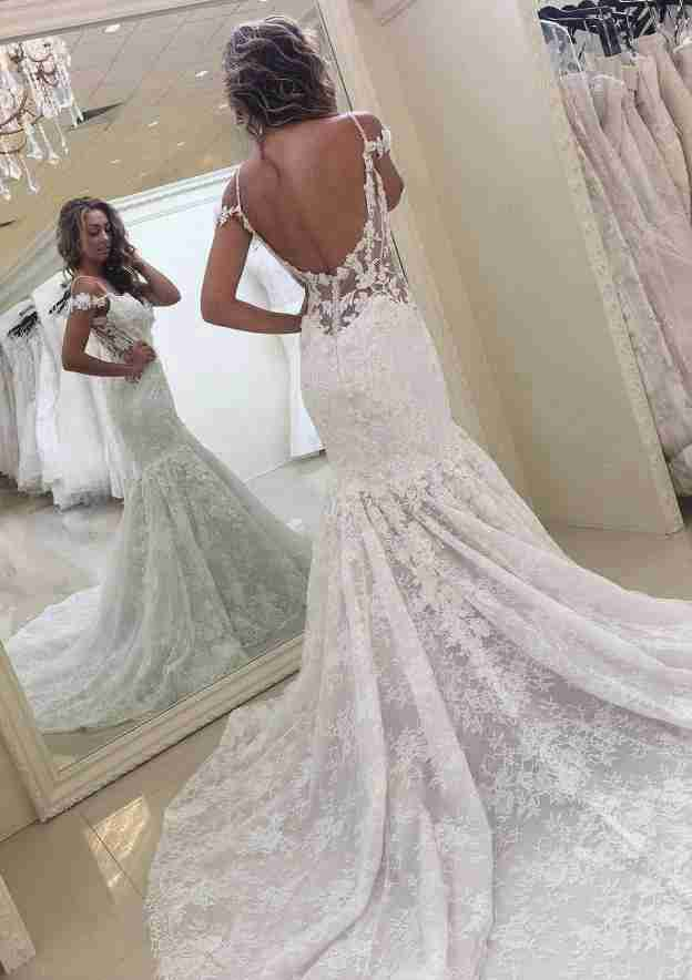 Trumpet/Mermaid Scalloped Neck Sleeveless Court Train Lace Wedding Dress With Appliqued Beading