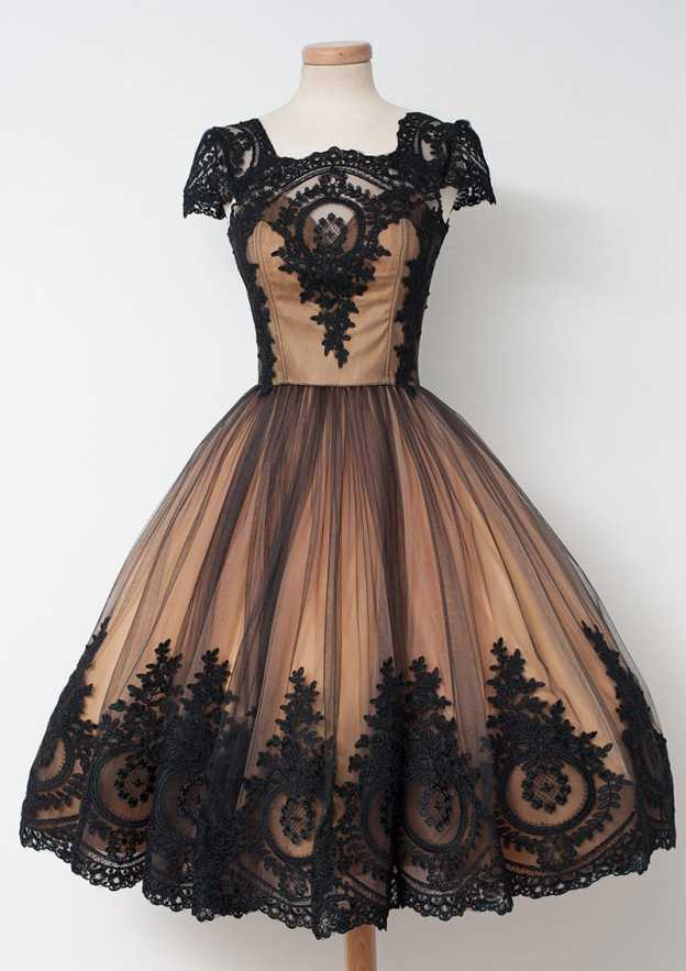Ball Gown Scalloped Neck Sleeveless Knee-Length Tulle Prom Dress With Appliqued