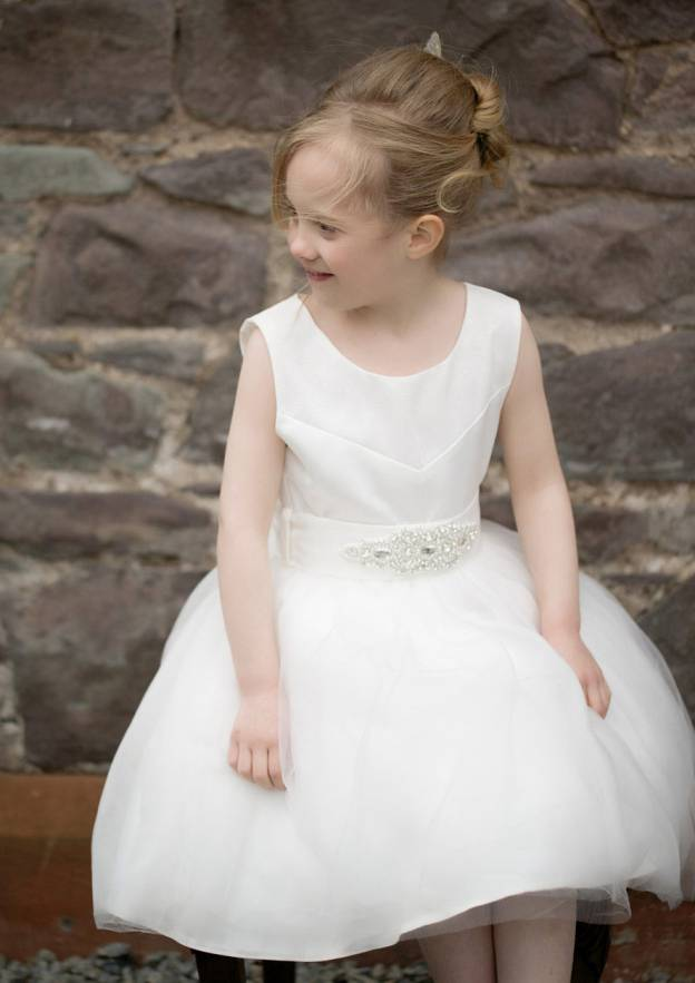 A-Line/Princess Bateau Sleeveless Knee-Length Tulle Flower Girl Dress With Beading Waistband