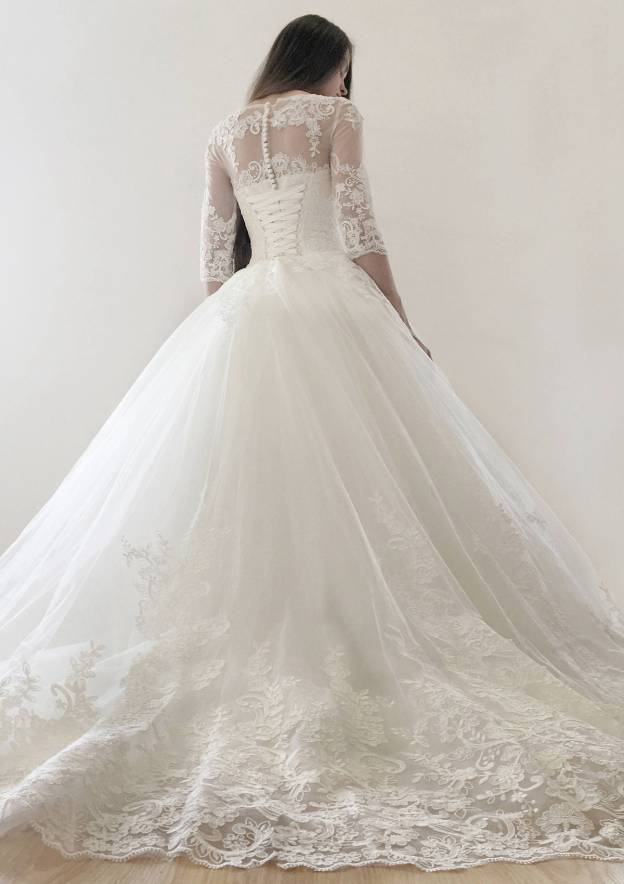 Ball Gown Bateau Half Sleeve Court Train Tulle Wedding Dress With Appliqued Lace