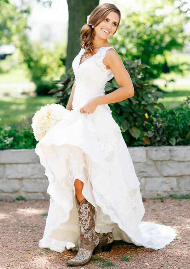 A-Line/Princess V Neck Sleeveless Asymmetrical Lace Wedding Dress With Appliqued