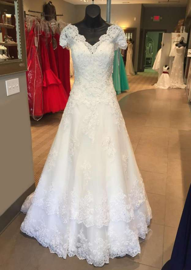 A-Line/Princess Scalloped Neck Short Sleeve Long/Floor-Length Lace Wedding Dress With Appliqued