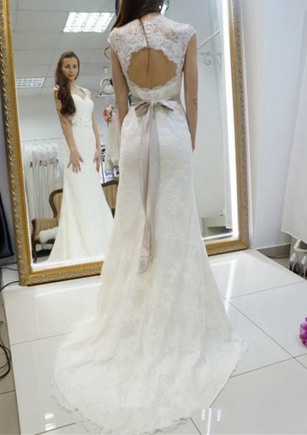 Sheath/Column Scalloped Neck Sleeveless Court Train Lace Wedding Dress With Sashes
