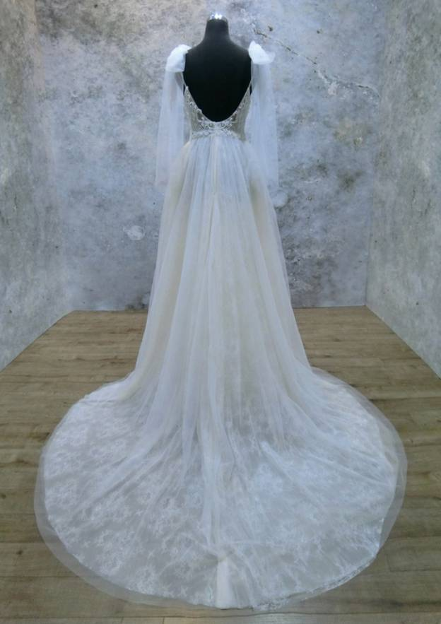 A-Line/Princess Sweetheart Sleeveless Court Train Tulle Church Garden/Outdoor Wedding Dress With Lace