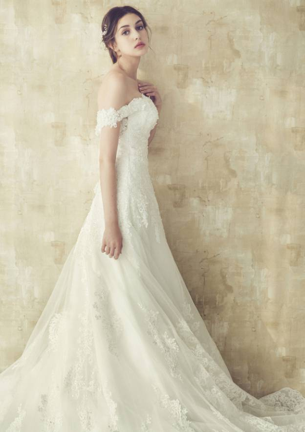 A-Line/Princess Off-The-Shoulder Sleeveless Cathedral Train Lace Wedding Dress With Beading Appliqued