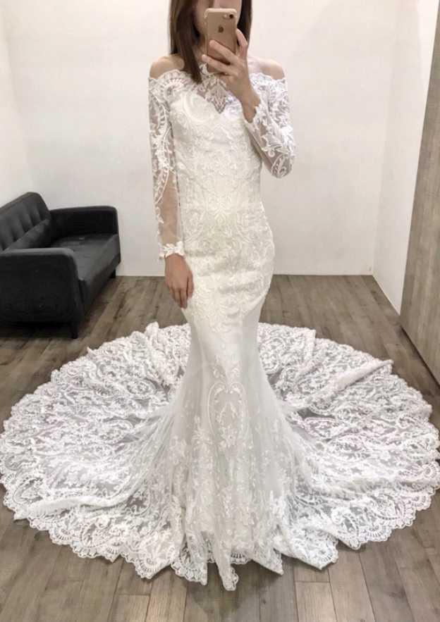 Trumpet/Mermaid Off-The-Shoulder Full/Long Sleeve Court Train Lace Wedding Dress