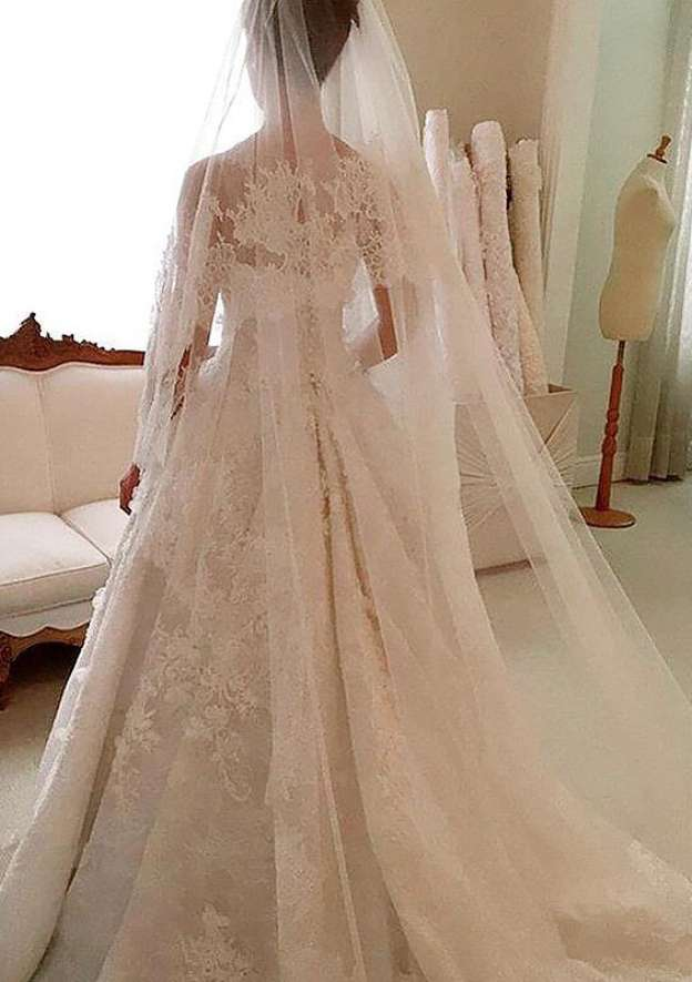 A-Line/Princess Scoop Neck Sleeveless Court Train Lace Wedding Dress With Appliqued