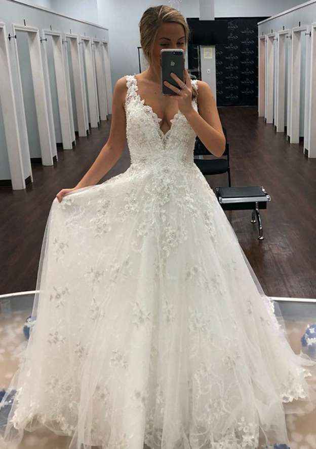 A-Line/Princess Sleeveless V Neck Long/Floor-Length Lace Wedding Dresses With Appliqued