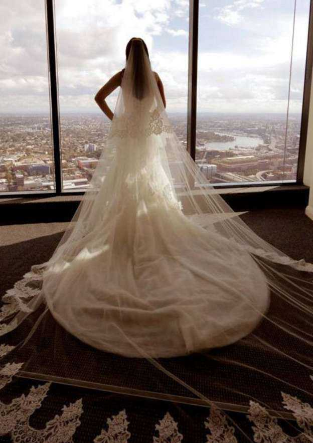Trumpet/Mermaid Sweetheart Sleeveless Chapel Train Tulle Wedding Dress With Lace