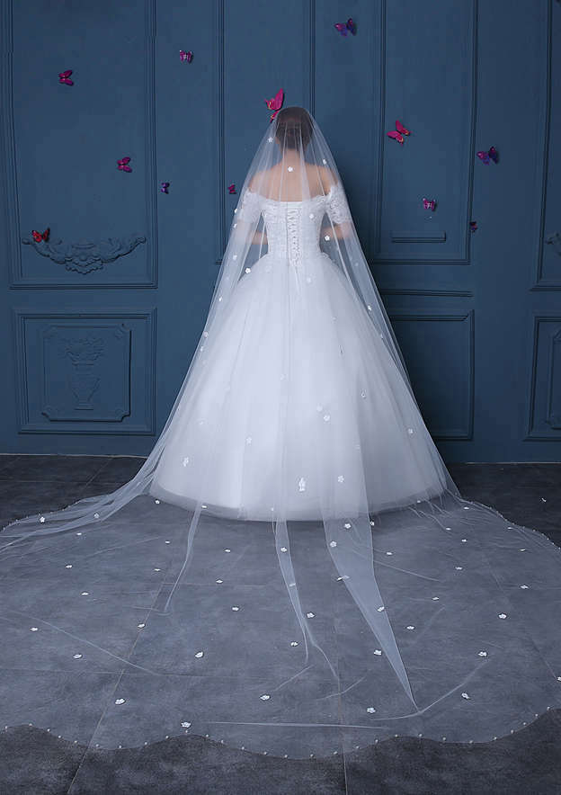 One-tier Pearl Trim Edge Tulle Cathedral Bridal Veils With Flower