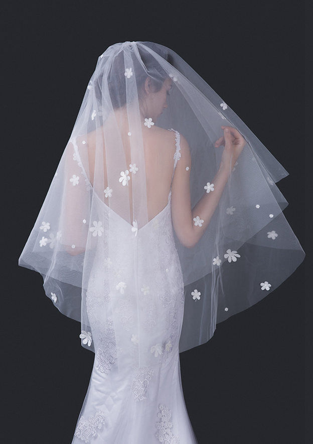Two-tier Tulle Fingertip Bridal Veils With Flower