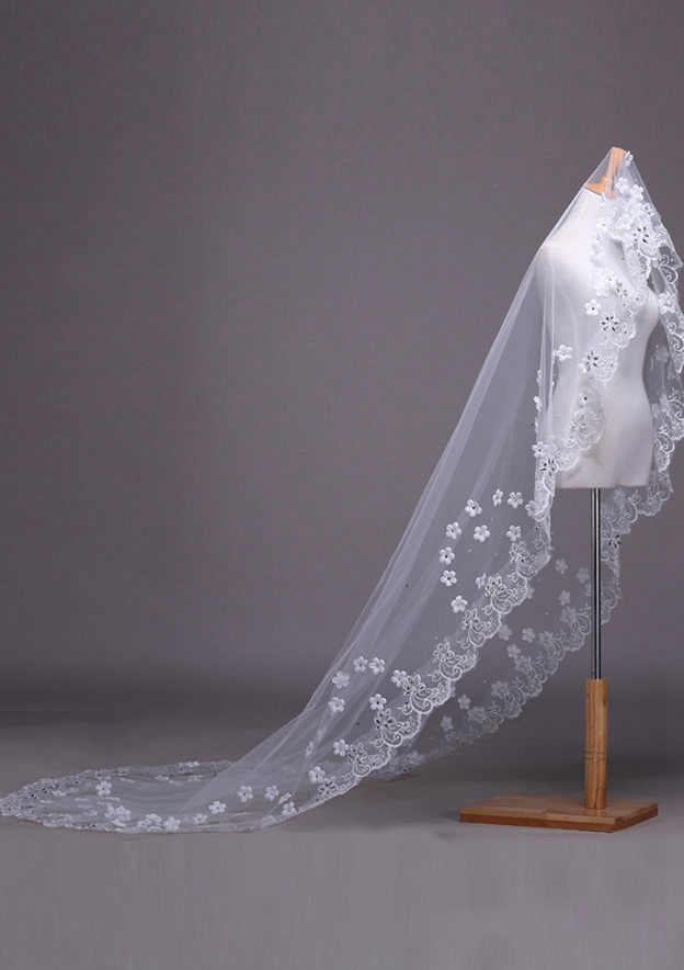 One-tier Tulle Cathedral Bridal Veils With Lace/Rhinestones/Flower