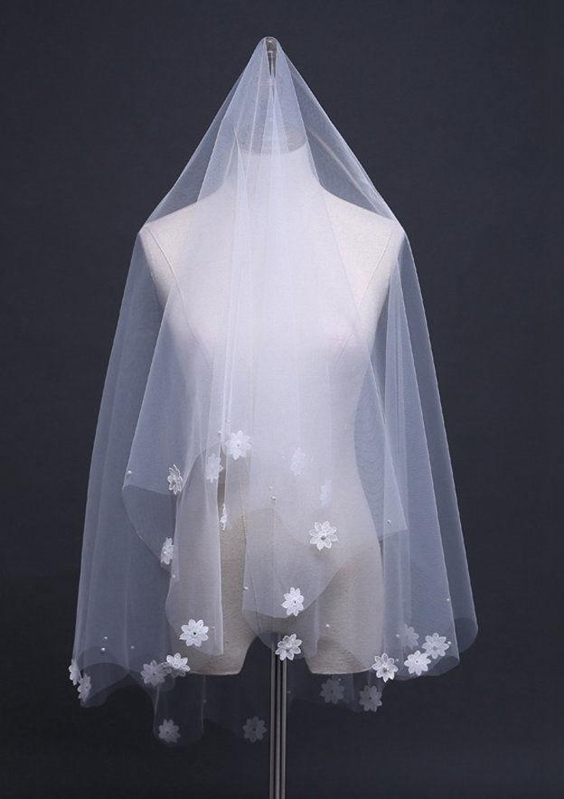 One-tier Fingertip Bridal Veils With Satin Flower